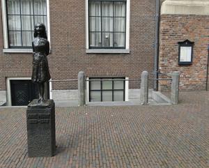Szobor Anne Frankról