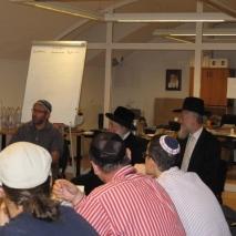 Rabbi Avrohom Jaffe Schlesinger genf főrabbijának látogatása a Lativ kolelben